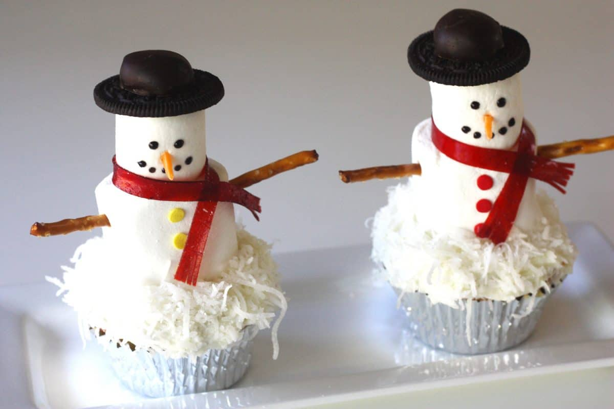 Easy Snowmen Cupcake Recipe - Sisters Know Best