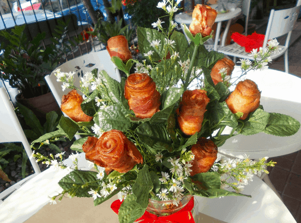 DIY Bacon Rose Bouquet for Valentine's Day