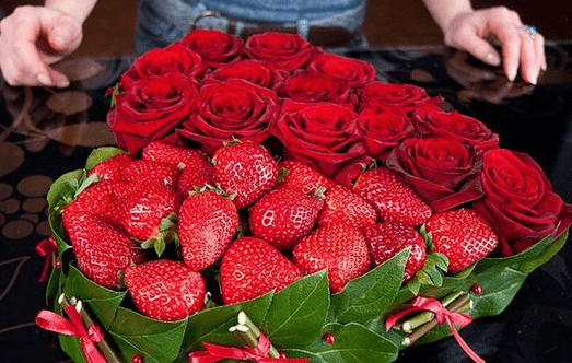 DIY Strawberry and Rose Boquet