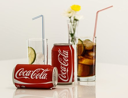 Use soda cans to make coasters for a DIY father's day gift