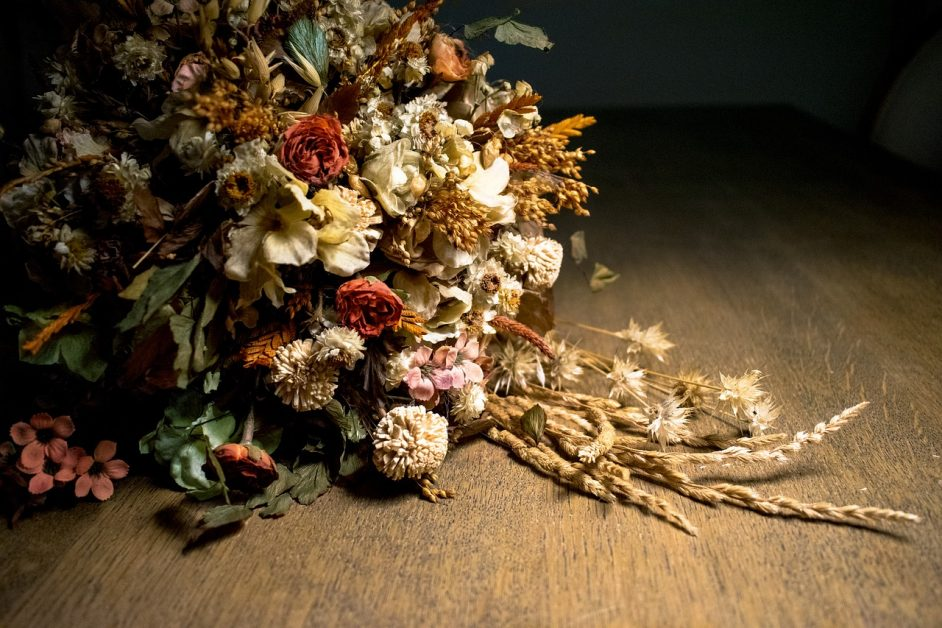 Preserve Dried Leaves and Flowers