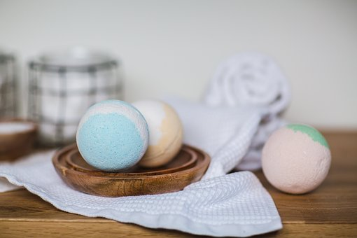 Easy DIY bath bomb gifts