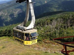 Cannon Mountain Aerial Tramway departing the summit