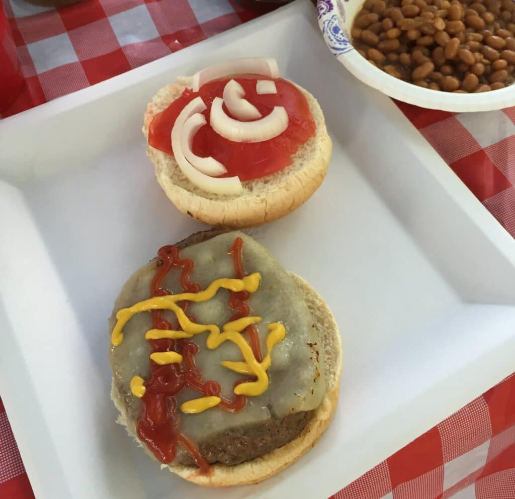 Cheeseburgers and baked beans